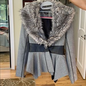 Bebe blazer size 4
